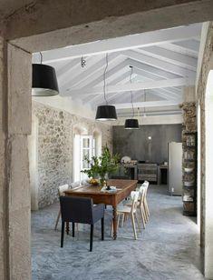 jolie cuisine avec mur imitation pierre