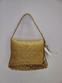 Treasure Pouch & Kete This Treasure Pouch, which closes with a finely woven flap, has natural golden hues often seen in unboiled New Zeal. Flax Weaving, Basket Weaving, Maori Words, New Zealand Flax, Maori Designs, Maori Art, Basket Bag, Weaving Patterns, Weaving Techniques