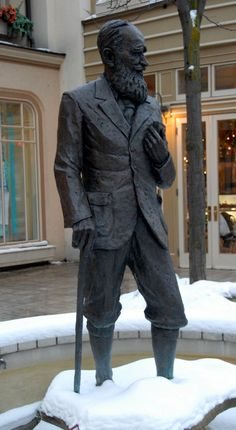 ONTARIO, CANADA l George Bernard statue in Niagara-on-the-Lake where there is an annual Shaw theatre festival. Book Sculpture, Garden Sculpture, Book Authors, Books, George Bernard Shaw, Northwest Territories, Henry Miller, Writers And Poets, If Rudyard Kipling