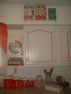 Retro Vintage Red & White Kitchen I have these canisters. Wish I could find the old cookbooks and spice jars! Kitchen Redo, Kitchen Layout, Kitchen Doors, Red And White Kitchen Cabinets, 1950s Kitchen, Kitchen Ideas, Vintage Kitchen Decor, Vintage Decor, 50s Vintage