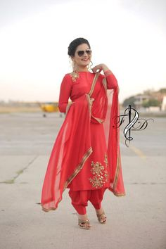 Punjabi Suits Designer Boutique, Indian Designer Suits, Indian Suits, Embroidery Suits Punjabi, Embroidery Suits Design, Indian Bridal Outfits, Indian Dresses, Salwar Pattern, Patiala Suit Designs