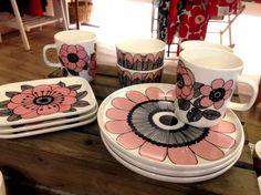 Oiva Kestit tableware by Marimekko
