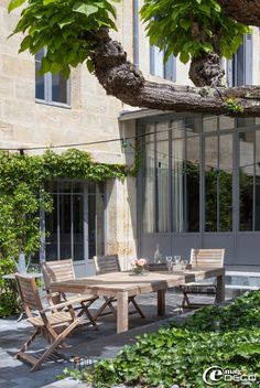 Verrières 'Atelier de Steel' à Bordeaux, salon de jardin en teck 'Casa'