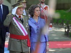 Don Juan Carlos está viviendo una semana cargada de emociones, ya que desde que anunció su abdicación el pasado 2 de junio, se han sucedido los actos públicos en los que ha reiterado su agradecimiento al pueblo español. Hoy ha sido la última vez que el monarca ha acudido a este acto como jefe del Ejército.
