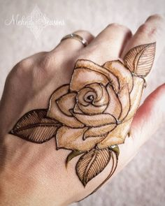 Only hands Recently I have been enjoying doing roses while practicing henna. 🥀 Swipe right to the next pic to see this rose complete with a little… Recently I have been enjoying doing roses while practicing henna. Modern Henna Designs, Floral Henna Designs, Henna Tattoo Designs Simple, Finger Henna Designs, Henna Art Designs, Modern Mehndi Designs, Mehndi Designs For Beginners, Beautiful Henna Designs, Dulhan Mehndi Designs