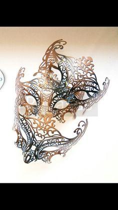3 different chameleon masque's