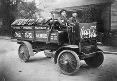 First truck to delivery of Coca Cola Company, 1909 - Primeiro caminhão de entrega do refrigerante Coca-Cola em 1909