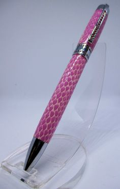 One for the girls. A Princess Pen in Pink Snakeskin with Pink SWAROVSKI crystals Will And Grace, Pen Sets, Sharpie, Fountain Pen, Body Shapes, Snake Skin, Stationary, Swarovski Crystals, Princess