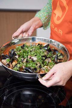 Caldeirada de peixe (Portugese visstoof) | Spar Colruyt Group Fish And Seafood, Palak Paneer, Green Beans, Cooking Recipes, Pesto, Vegetables, Ethnic Recipes, Kitchen, Fish Stew