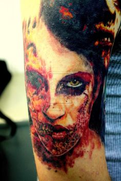 I just like the concept of part of the zombie girl looking pretty, and the rest is falling apart Hd Tattoos, Scary Tattoos, Face Tattoos, Body Art Tattoos, Sleeve Tattoos, Cool Tattoos, Tattoo Art, Horror Tattoos, Tattoo 2017