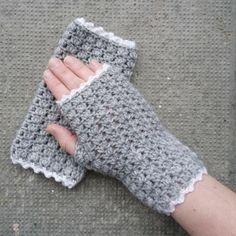 """Shelly torgvantar """"Shelly fingerless mittens"""""""