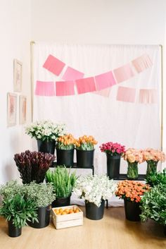 Flower arranging party: http://www.stylemepretty.com/living/2015/05/13/pop-of-spring-a-floral-workshop/ | Photography: Jenna Kutcher - http://photosbyjennaleigh.com/