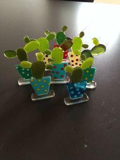Adapt into outdoor suncatcher Fused Glass Ornaments, Fused Glass Plates, Fused Glass Jewelry, Fused Glass Art, Mosaic Glass, Glass Fusing Projects, Stained Glass Projects, Glass Cactus, Glass Birds