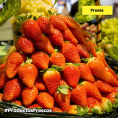 ¡Es temporada de #fresas! Con nata, yogur, zumo... Las tomes como las tomes, están deliciosas #ProductosFrescos Fresco, Strawberry, Fruit, Fitness, Food, Yogurt, Custard, Juices, Convenience Store