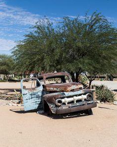 Já passou por uma cidade fantasma? Em nossas andanças pela Namíbia encontramos uma Solitaire um pequeno vilarejo famoso pelos carros antigos abandonados. #NerdsNaNamíbia