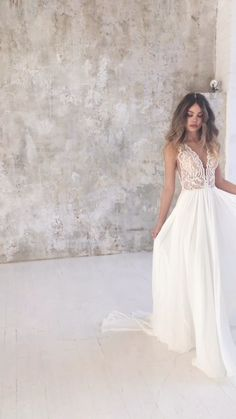 Plain Wedding Dress, Rustic Wedding Dresses, Wedding Dress Trends, Dream Wedding Dresses, Bridal Dresses, Wedding Gowns, The Dress, Vintage Dresses, Bride