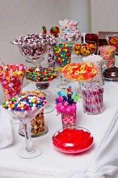A fun candy bar idea for your next birthday party! A fun candy bar idea for your next birthday party! Bar A Bonbon, Festa Party, Diy Party, Sweet 16 Parties, Sweet 16 Party Favors, Teen Party Favors, Partys, Special Day, Dream Wedding