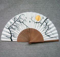 """Abanico pintado a mano de la serie """"Paisajes mínimos"""". Un abanico, una obra de arte. #abanicospintadosamano #abanicosmodernos #abanicosespañoles #abanicosartesanales #regalosdeempresa Gustav Klimt, Claude Monet, Banksy, Cool Umbrellas, Chinese Fans, Hanfu, Decoupage, Oriental, Hand Fans"""
