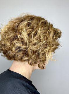 textured curly hair. bob, golden blonde. curls. curly girl. Blonde Curls, Golden Blonde, Curly Girl, Curly Hair Styles, Bob, Bucket Hat, Bob Cuts, Gold Blonde, Bobs