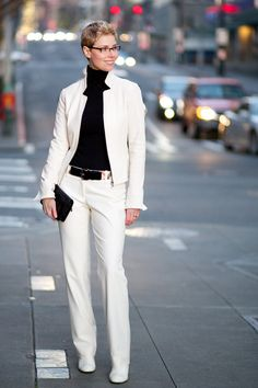 Angie in a gorgeous almost-all winter white outfit! Love the stark contrast of the black turtleneck, and the peek of print at the belt. Cozy Fashion, White Fashion, Red Converse Outfit, How To Wear Sneakers, Black Turtleneck, White Boots, White Outfits, Winter White, What To Wear