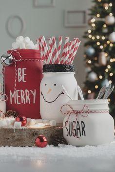 These holiday DIYs are so cute! #masonjar #masonjarideas