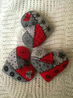 Crazy quilt felt hearts for wedding thank yous Felt Embroidery, Felt Applique, Embroidery Patterns, Crazy Patchwork, Crazy Quilting, Felted Wool Crafts, Fabric Hearts, Felt Decorations, Heart Crafts