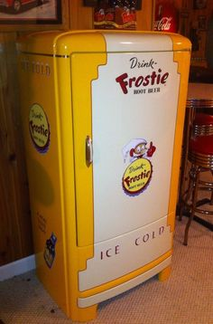 Frostie Rootbeer Vintage Refrigerator. Now THIS would put a smile on my face. OMG. Too cool...