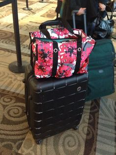 Who loves this?  Thirty-one's Zip-top Organizing Utility Tote makes the perfect carry on. www.mythirtyone.com/jennlgray