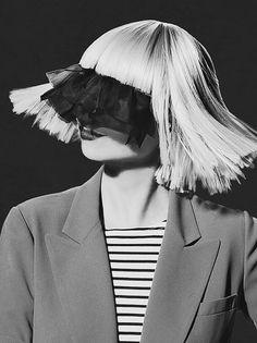 """""""Y no me importa si canto desafinada, me encuentro a mí misma en mis melodías, canto por amor, canto por mí. Lo digo en voz alta, como un pájaro liberado"""".  —  Sia - Bird set free."""