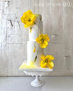 Birthday Cake Decorating Flowers Wafer Paper 35 Ideas For 2019 Elegant Wedding Cakes, Elegant Cakes, Beautiful Wedding Cakes, Gorgeous Cakes, Wedding Cake Designs, Pretty Cakes, Amazing Cakes, Wafer Paper Flowers, Wafer Paper Cake
