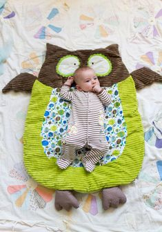 Owl Nap Mat Adorable and really easy to DIY! Hootie The Owl Nap Mat Quilt Baby, Sewing For Kids, Baby Sewing, Free Sewing, Baby Kind, Baby Love, Baby Baby, Sew Baby, Owl Blanket