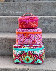 I've been so excited to share this beautiful set of Crimson and Clover Train Cases i made with the new Slow and Steady collection by @tulapink  You can check them out at Quilt Market now! Bag pattern by @sewsweetness by rockbabyscissors