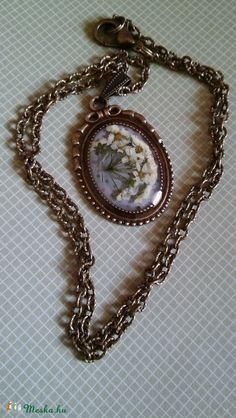 AKCIÓ!!JÚNIUS 10-23!! Örök virág nyaklánc (NoRoVilaga) - Meska.hu Resin Jewellery, Jewelry, Pendant Necklace, Chain, Jewlery, Jewerly, Schmuck, Necklaces, Resin Jewelry