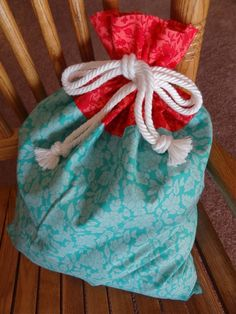 Tutorial: Two-Tone Drawstring Bag with Ruffle Top. I like the idea of using the rope with these.
