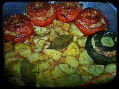 Οι λιχουδιές της Μαριφάνης: Γεμιστά πάμφτωχα μα πεντανόστιμα παρέα με μελωμένε... Shrimp, Stuffed Peppers, Meat, Vegetables, Food, Veggies, Vegetable Recipes, Meals, Stuffed Pepper