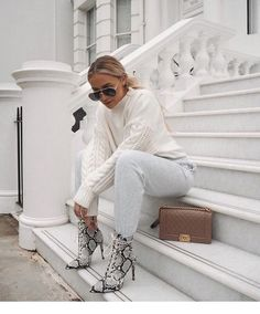 Have a real current obsession with snake print boots 🐍 these ones are from 👱🏼♀️ get off with cod Chic Outfits, Fall Outfits, Fashion Outfits, Womens Fashion, Style Fashion, Vintage Dresses, Vintage Outfits, Snake Print Boots, Style Blogger