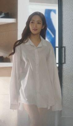 남자 셔츠 입은 박민영 #웃짤닷컴