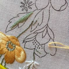 Marvelous Crewel Embroidery Long Short Soft Shading In Colors Ideas. Enchanting Crewel Embroidery Long Short Soft Shading In Colors Ideas. Embroidery Designs, Hand Embroidery Projects, Learn Embroidery, Hand Embroidery Stitches, Crewel Embroidery, Embroidery Applique, Needlepoint Stitches, Cross Stitch Embroidery, Needlework