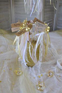 Χρυσό Center piece με χρυσόσκονη για ρομαντικό γάμο ή για γάμο με Glam διάθεση. Πατήστε στην εικόνα και δείτε και άλλες προτάσεις. #weddingcenterpieces #goldwhitewedding #elegantweddingdecor #elegantweddingdecoration #elegantcenterpiecce #goldcenterpiece #weddingtrends #weddinginspiration #goldwedding #γαμος #διακοσμησηγαμου #γαμος2020 #wedding2020 #barkasgr #barkas #afoibarka #μπαρκας #αφοιμπαρκα #imaginecreategr Table Decorations, Create, Home Decor, Decoration Home, Room Decor, Home Interior Design, Dinner Table Decorations, Home Decoration, Interior Design