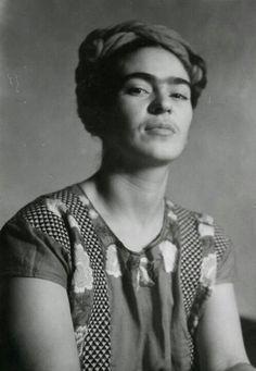 """""""I'm not sick, I'm broken, but I'm happy to be alive as long as I can paint."""" """" No estoy enferma, estoy rota, pero estoy feliz de estar viva mientras pueda pintar."""" -Frida Kahlo"""