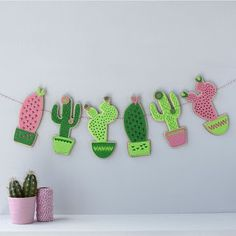 Are you interested in our felt cactus nursery garland? With our cactus bunting for nursery you need look no further. Diy Crafts To Do, Felt Crafts, Arts And Crafts, Cactus Craft, Cactus Decor, Cactus Cactus, Green Cactus, Felt Garland, Bunting Garland