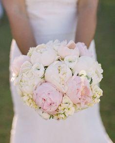 Stylish light pink and white Bridal bouquet - Weddings Romantique White Wedding Bouquets, Bride Bouquets, Gold Wedding, Floral Wedding, Dream Wedding, Wedding Day, Peony Bouquet Wedding, Blush Bouquet, Flower Bouquets