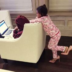 Blue ivy had fun playing dress up in beyoncé's christian louboutin heels Beyonce Style, Beyonce And Jay Z, Beyonce Memes, Beyonce Funny, Jay Z Blue, Beyonce Family, Blue Ivy Carter, Online Photo Gallery, Shoes Too Big
