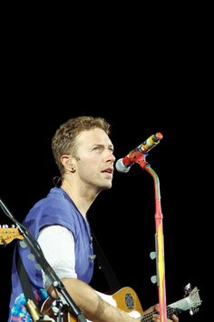 Found fun Coldplay art! Visit pin link for more great Coldplay art created by independent artist(s) ! Coldplay Tour, Coldplay Art, Coldplay Concert, Exeter, Chris Martin Coldplay, The Power Of Music, Florence The Machines, British Rock, Britpop