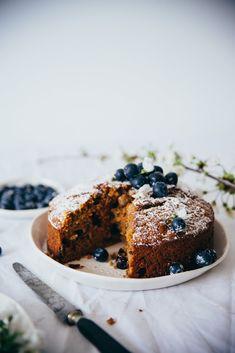 Le carrot cake sans aucun doute, une de mes recettes de gâteaux favorites. Un gâteau parfumé, moelleux et humide, à toutes heures de la journée, avec ou sans glaçage, il est délicieux. Cette recette je la tiens de ma douce Amelia, que je remercie, le premier gâteau goûter chez elle, avec ces célèbres pancakes. …