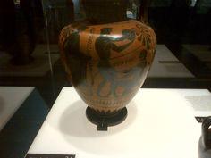 escena de palestra concurso musical Musical, Vase, Home Decor, Greek Mythology, Greek, Scene, Serif, Museums, Homemade Home Decor