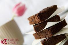Czekoladwe ciastko Brownie. Słynne na cały świat amerykańskie ciastka z czekoladą, proste do przygotowania.