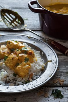 Coconut milk, yogurt and salmon curry Curry Recipes, Seafood Recipes, Indian Food Recipes, Vegetarian Recipes, Healthy Recipes, Ethnic Recipes, Keto Recipes, Healthy Food, Yogurt Curry