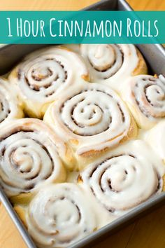 You won't believe how light and fluffy these 1 hour cinnamon rolls are! They're quick, easy and incredibly delicious! ♡ Easy Cinnamon Rolls, Cinnamon Roll Icing Recipe Easy, Cinnamon Roll Recipes, Cinnamon Roll Glaze, Bread Machine Cinnamon Rolls, Cinnabon Cinnamon Rolls, No Yeast Bread, Bread Recipes, Baking Recipes
