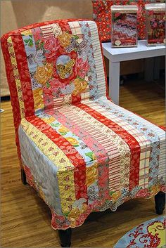 This chair is amazing! ♥  I would love to do something like this for the chairs in Domesticraft.  So cute.